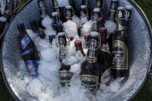Die Ring of Fire Regeln schreiben kein Getränk vor - es empfiehlt sich dennoch bei Bier zu bleiben
